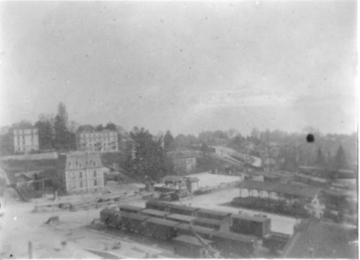 Vue sur le haut de l'avenue d'Ouchy avec les voies de garage de la gare CFF. Mots-clés principaux :Lausanne avenue d'Ouchy Rasude, vers 189